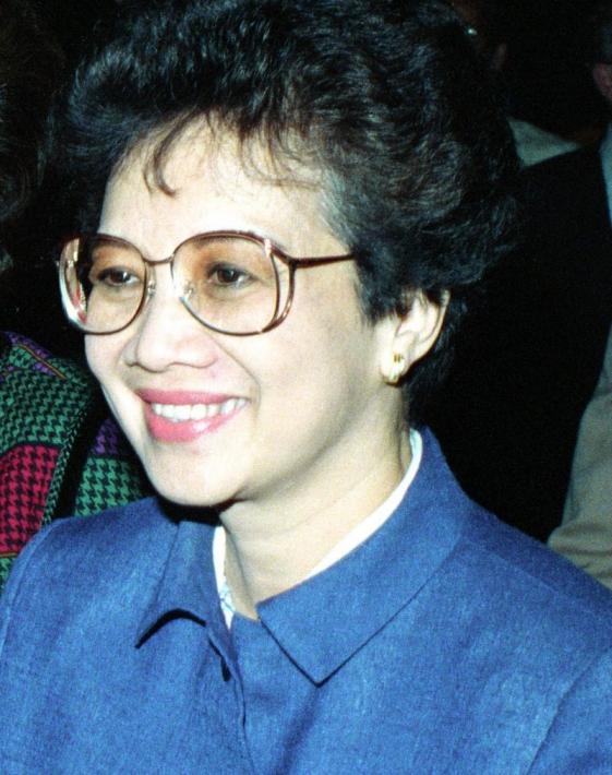 2月25日 エドゥサ革命記念日:フィリピン